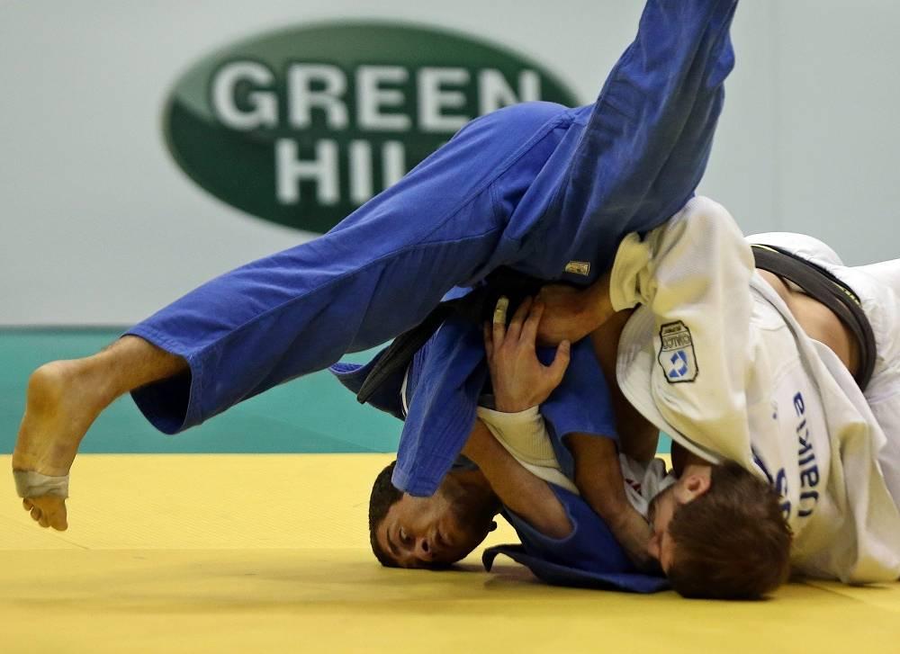 In Luly 2013 Russian judoka Kirill Denisov (white) was bitten in the foot by Georgian sportsman Varlam Liparteliani (blue)