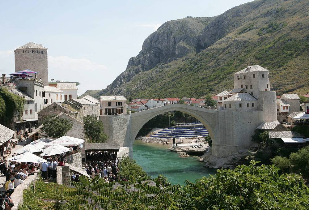 The Old Bridge in Bosniia and Herzegovina's Mostar, originally built in the XVI century, was destroyed in the Bosnian War in 1993, but was rebuilt in 2004