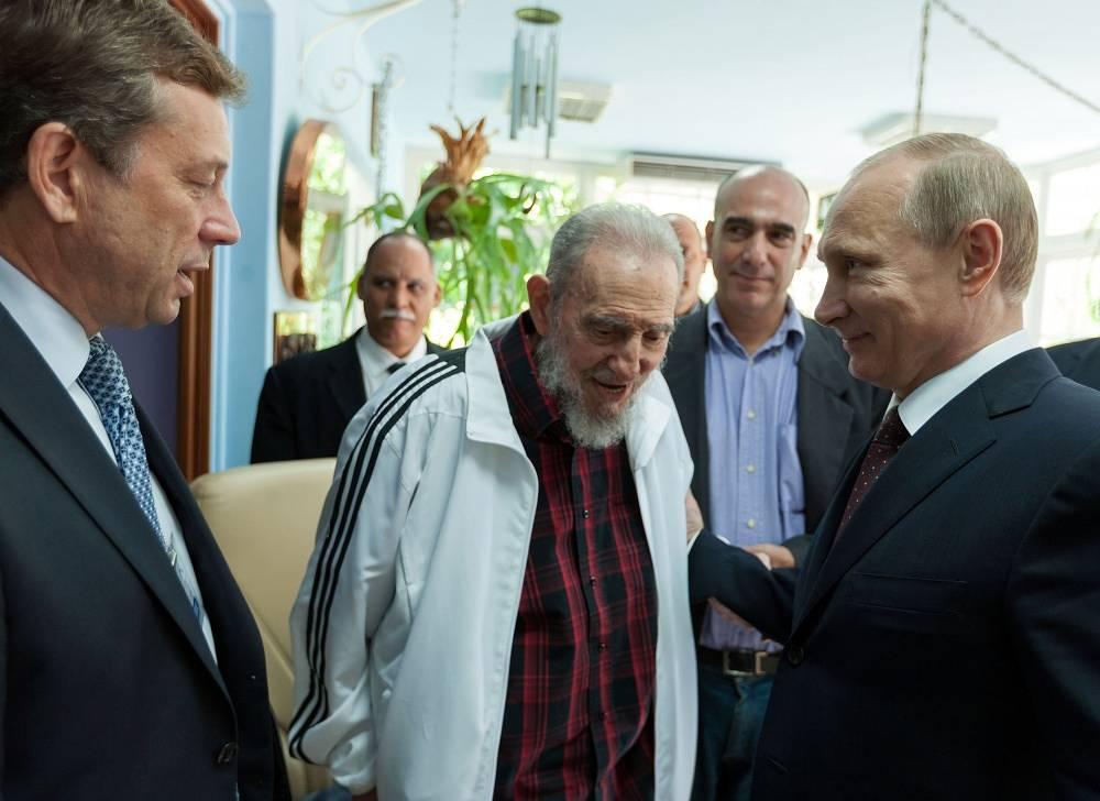 Vladimir Putin meets former Cuban leader Fidel Castro