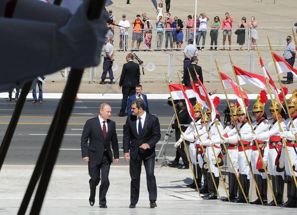 Vladimir Putin (left) on his way to Brazilian President's official residence in Brasilia