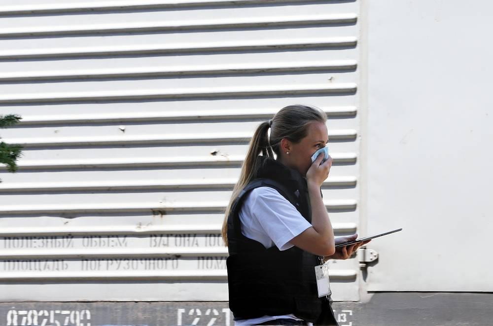 An OSCE expert at Torez railway station
