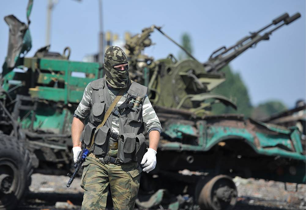 A militia fighter seen at the seized Dolzhansky border checkpoint