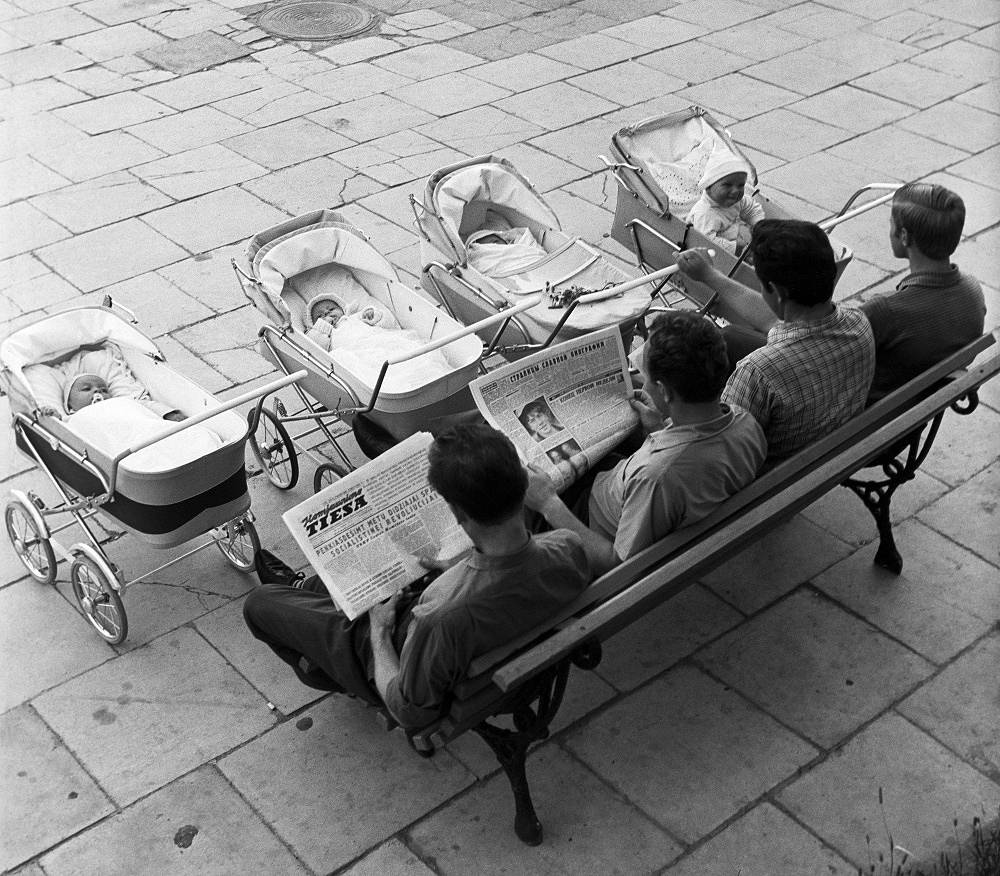 Vilnius. Young fathers with their children outdoors, 1969