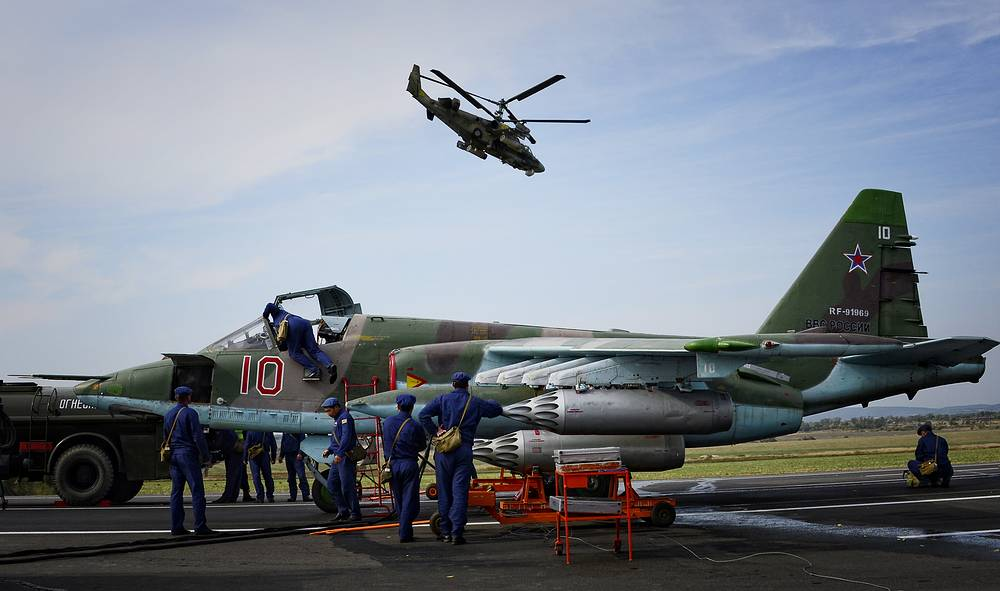 The military drills in Russia's Eastern Military District will last  six days, Spetember 19-25. Photo: the crew prepares a Su-25 aircraft