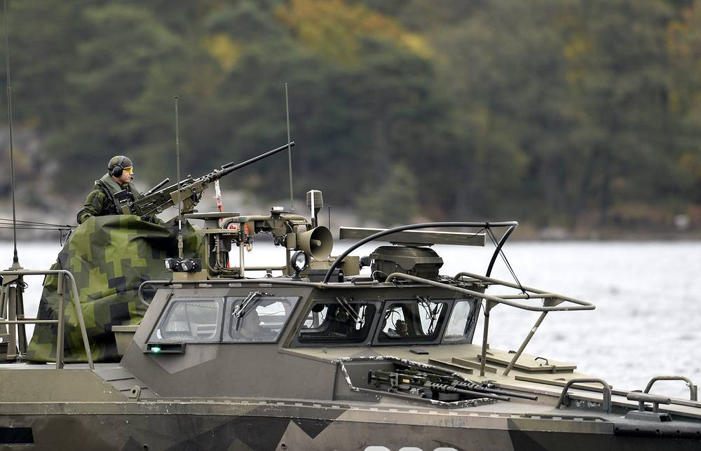 Search for unknown submarine near Sweden's shores continues the fifth day. Photo: Swedish Navy fast-attack craft in the the Stockholm Archipelago, Sweden, Saturday October 18, 2014