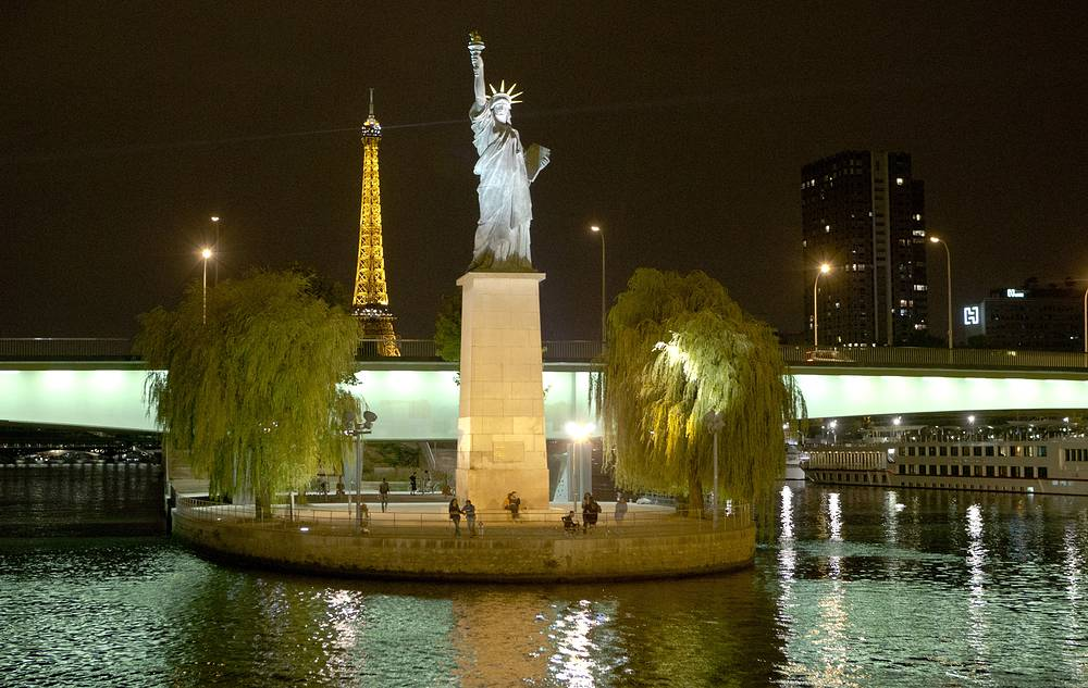 A smaller version of the statue was given by the American community in Paris to that city. It stands on the Ile aux Cygnes