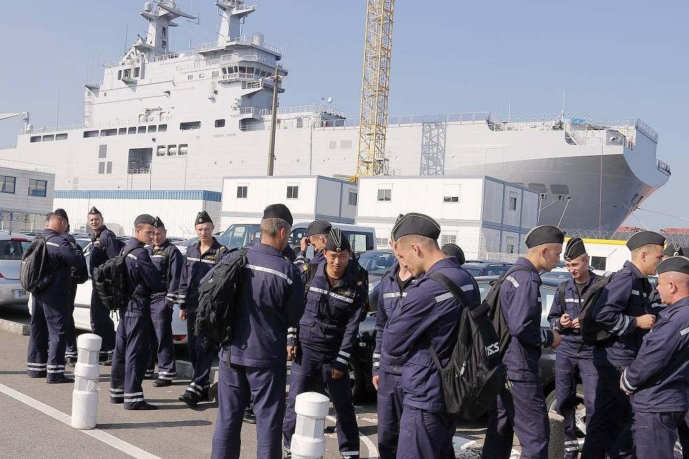 Although the question of its handover remained suspended, Vladivostok made a test voyage with Russian sailors on board in september