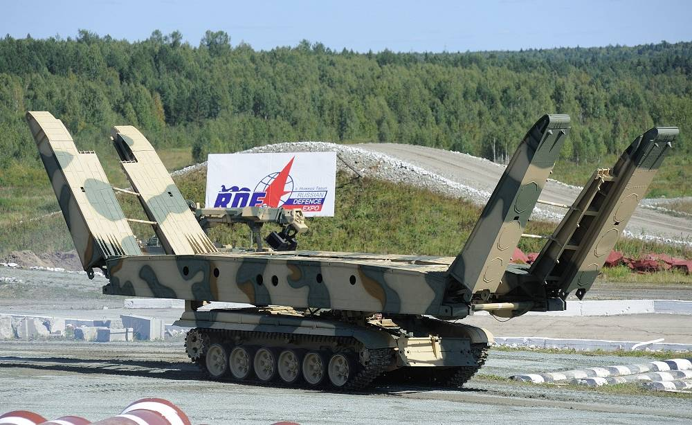 The T-72 hull has been used as the basis for other heavy vehicle designs. Photo: MTU-72, armoured bridge layer