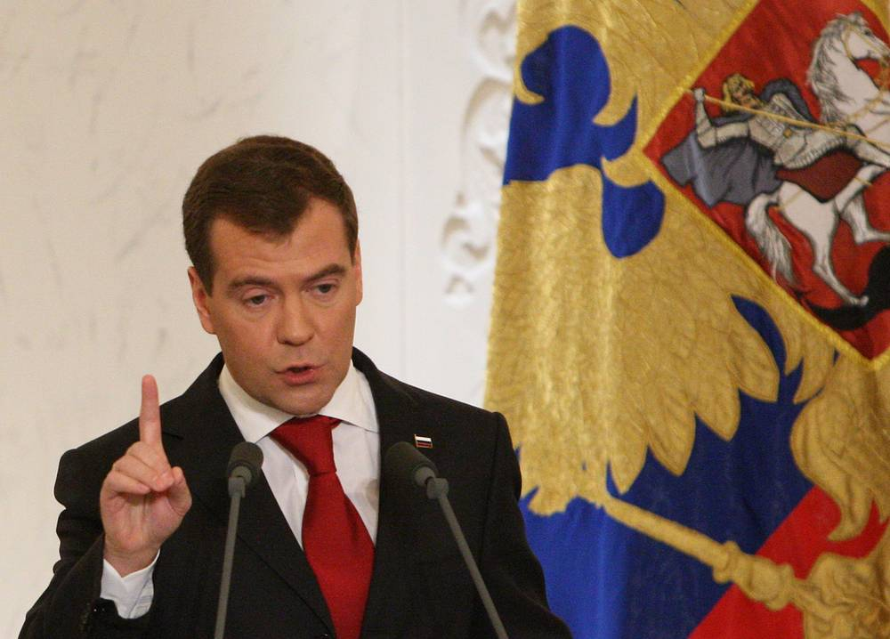 The 2009 address was the longest since 1994 and lasted for one hour and 39 minutes. Medvedev spoke about the introduction of new information, medical and energy technologies and development of space and telecommunications systems in Russia. He also proposed creating a Russian analogue of the Silicon Valley