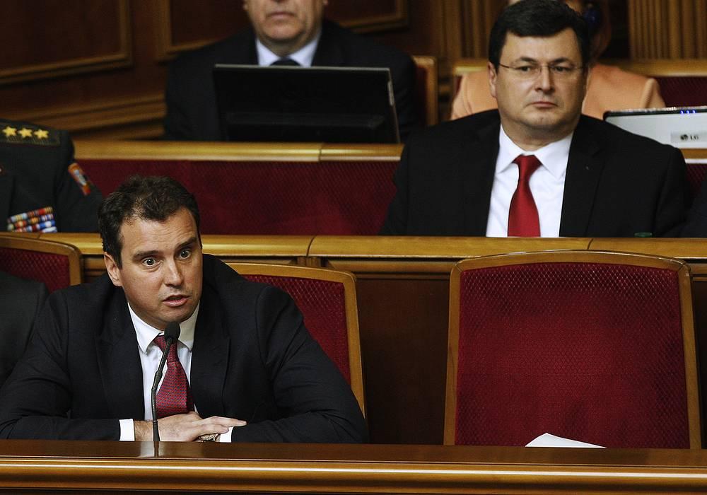 Ukraine's healthcare minister Alexander Kvitashvili (left) and economic development and trade minister Aivaras Abromavichus (right) at a meeting of Ukrainian parliament