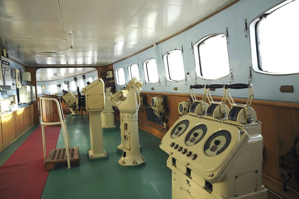 Сurrently Lenin icebreaker is based in Murmansk's port. Photo: Captain's bridge of Lenin nuclear powered icebreaker