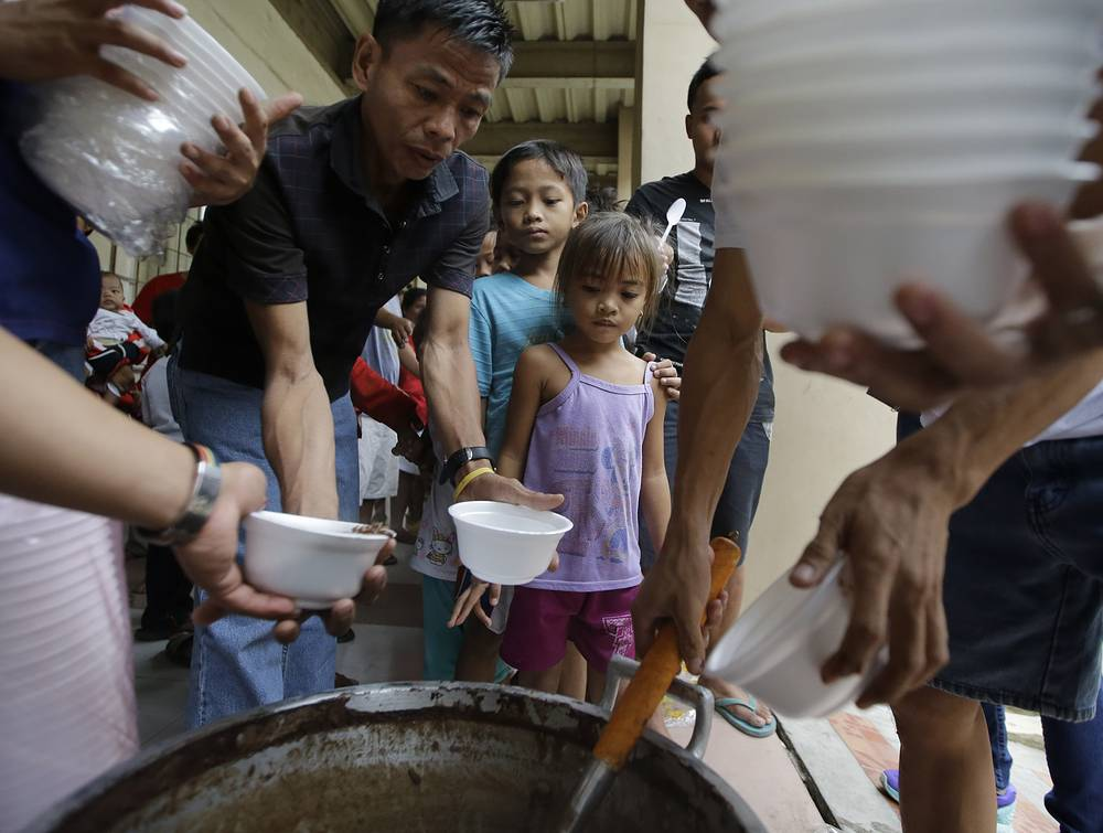 Photo: Children at an evacuation center, Philippines