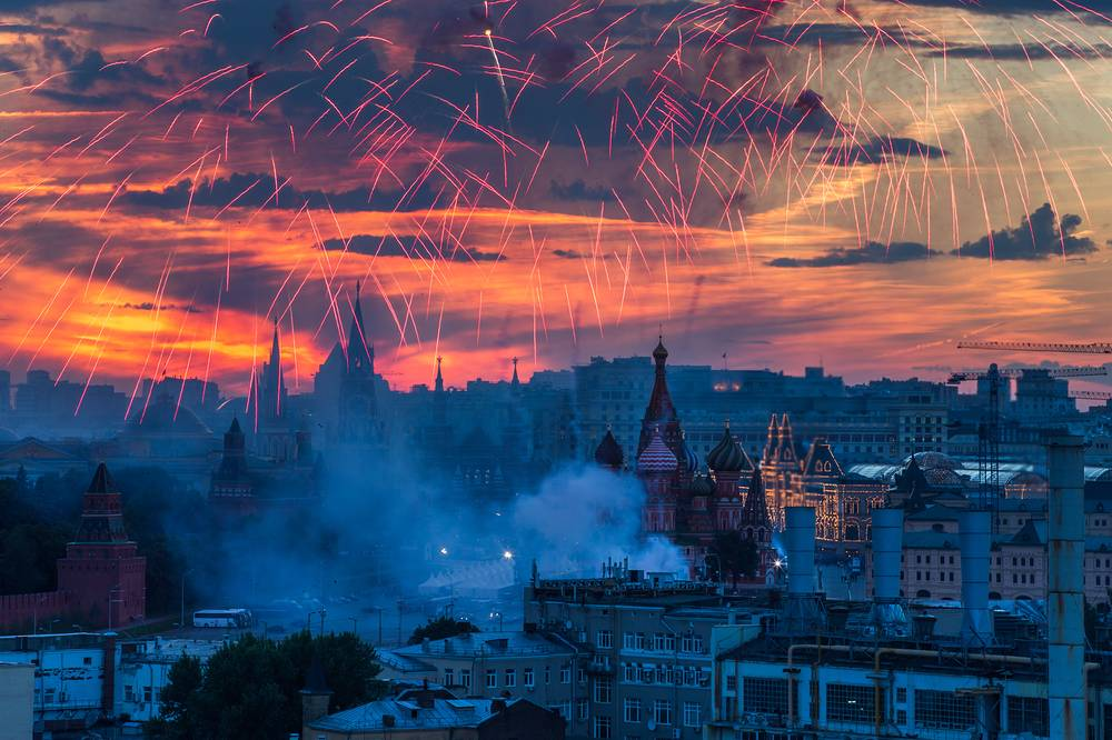 Fireworks in Moscow as part of Russia Day celebrations. June 12, 2014