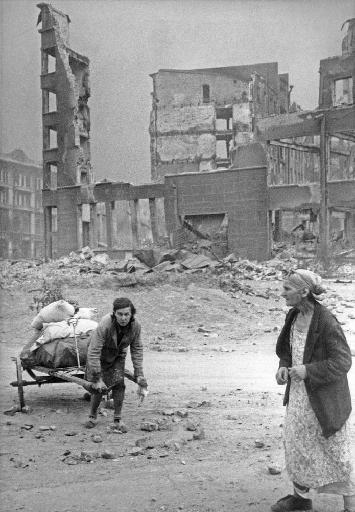 People leaving destroyed city, 1942