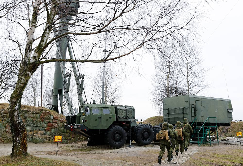 Combat unit operating S-300 air defense missile systems