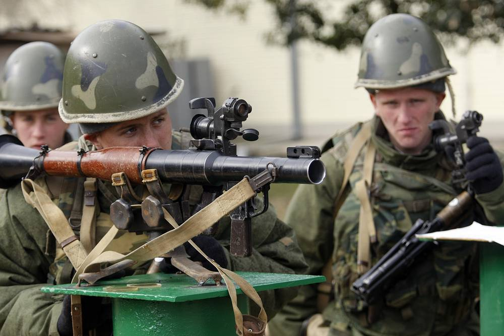 Servicemen involved in a range practice at Russia's 7th military base in Gudauta, Abkhazia
