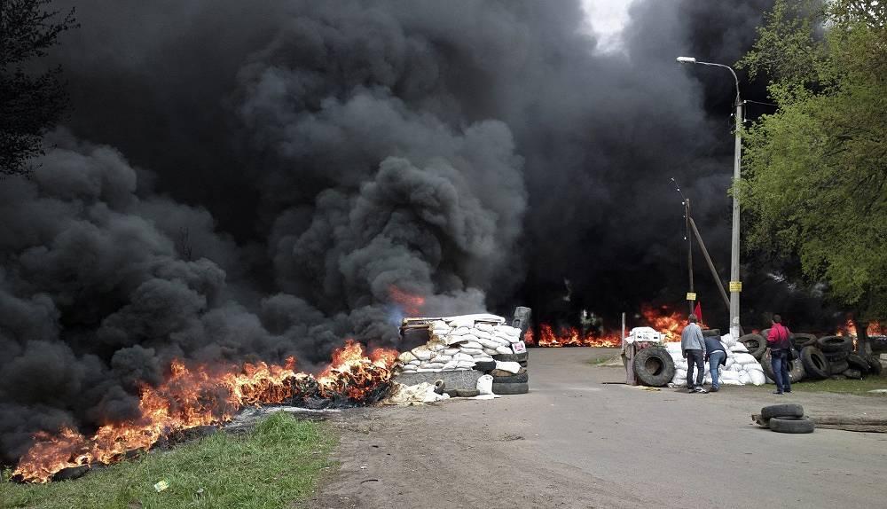 Militia checkpoint damaged by fighting in Slovyansk, eastern Ukraine, April 2014