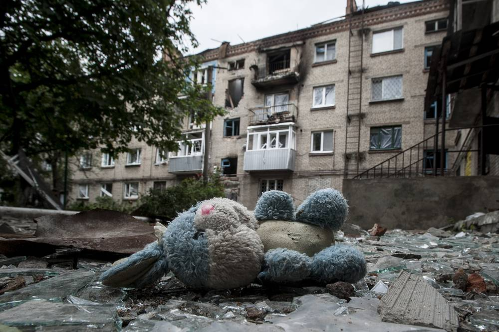 Debris of an apartment building abandoned by residents after shelling in Slovyansk, eastern Ukraine, June 2014