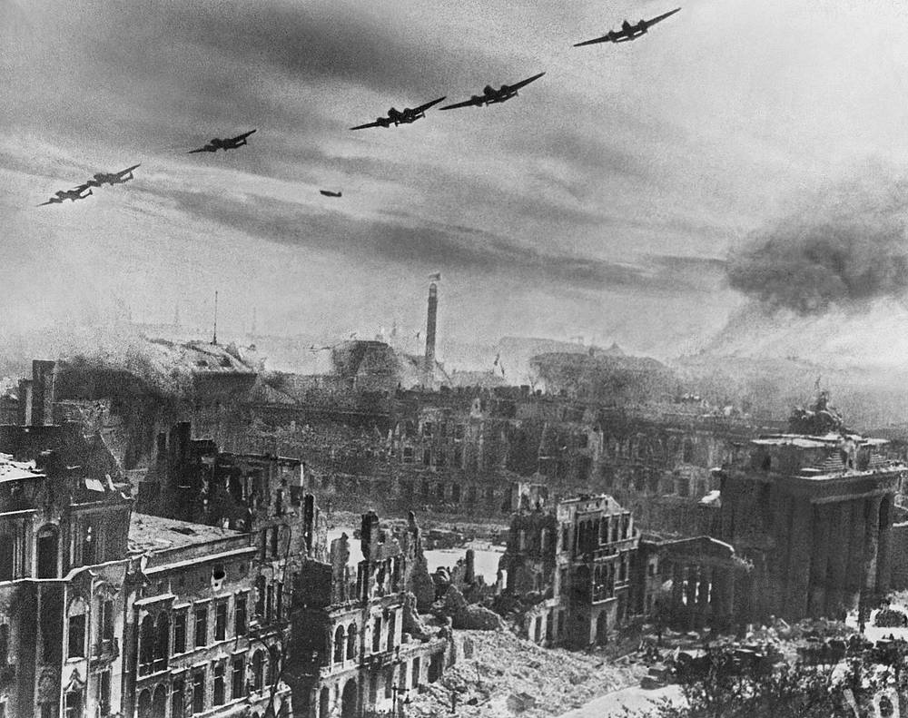 Soviet bombers engaged in military operations in the Battle of Berlin, 1945
