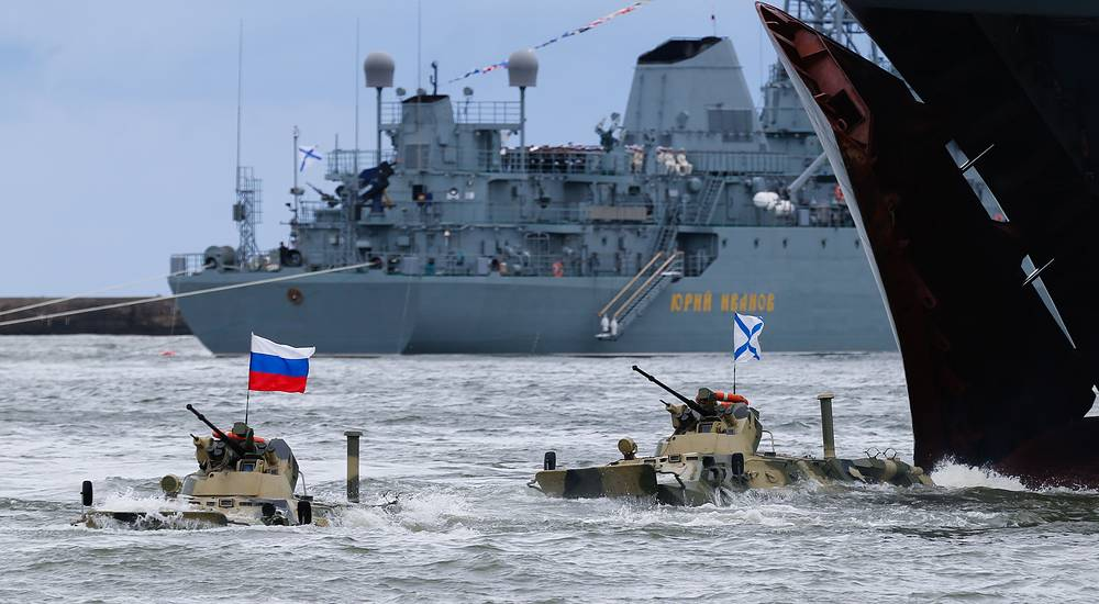 BTR-82A amphibious armoured personnel carriers