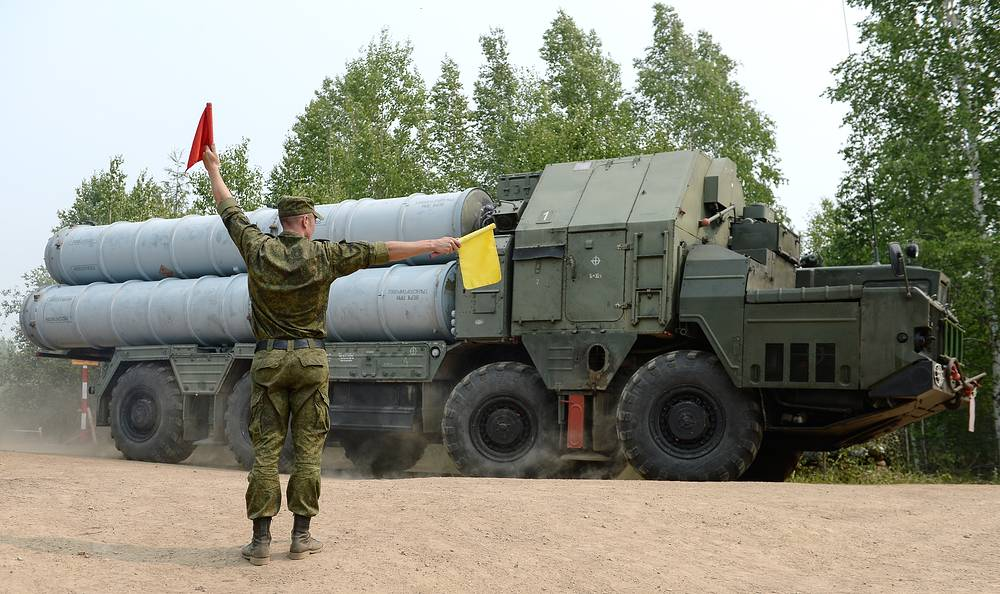 S-300 anti-aircraft missile system crews of the Novosibirsk air defense division were redeployed to Buryatia to participate in the exercise