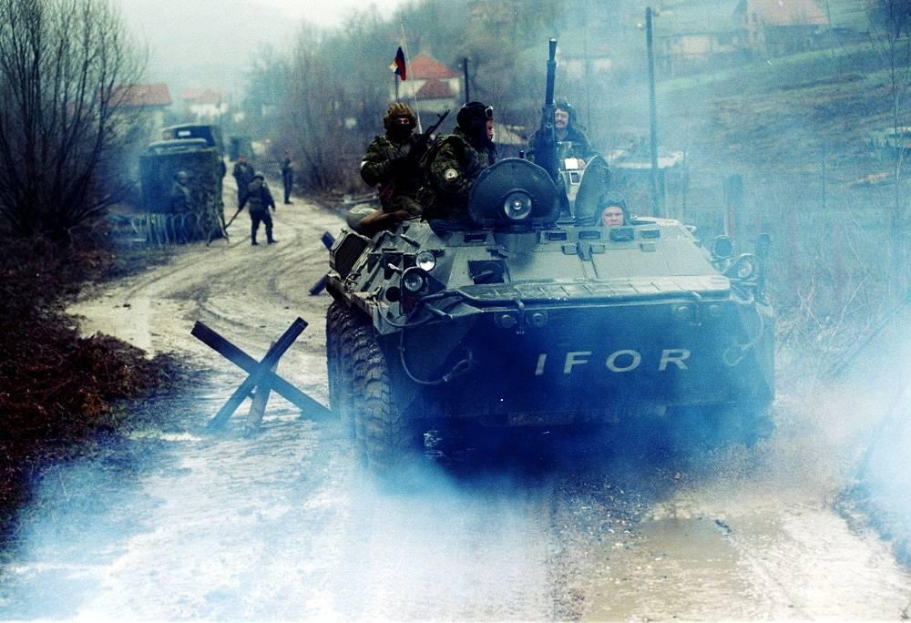 Russian paratroopers patrol, April 29, 1995