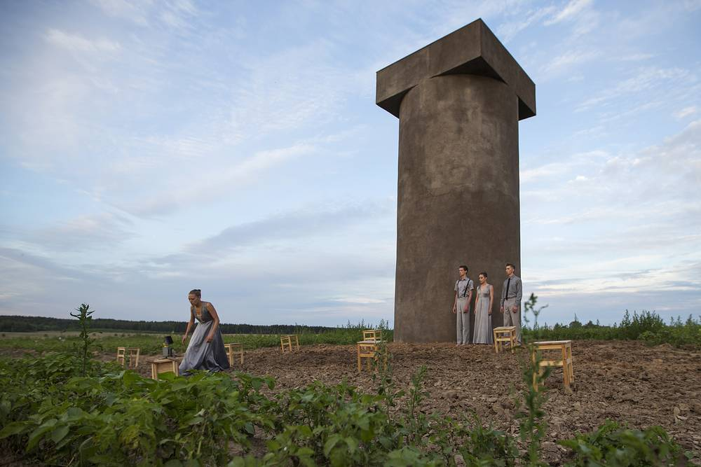 Participants in the Ladies & Gentlemen performance as part of the 2015 Archstoyanie festival of landscape objects in the village of Nikola-Lenivets