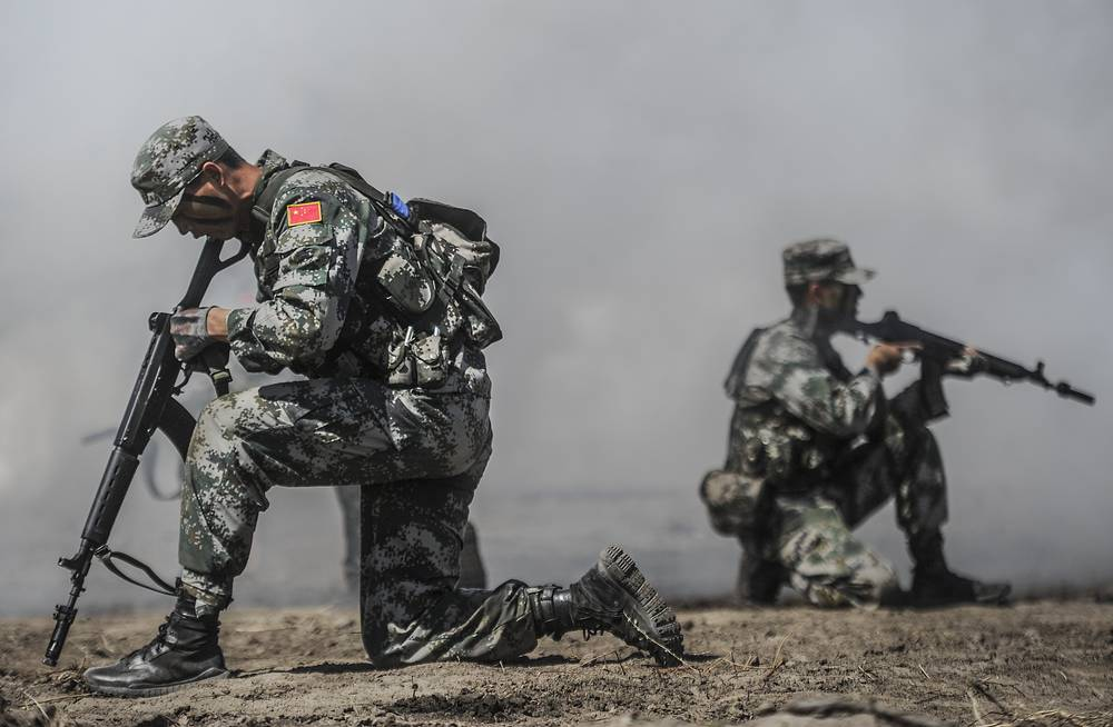 Chinese soldiers going through an assault course in the Scout Trail competition