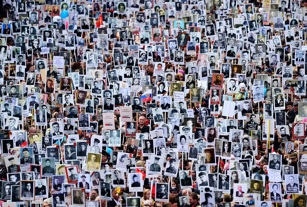 People carrying portraits of their relatives who fought in World War II, seen at the Immortal Regiment march in Vladivostok, May 9, 2015