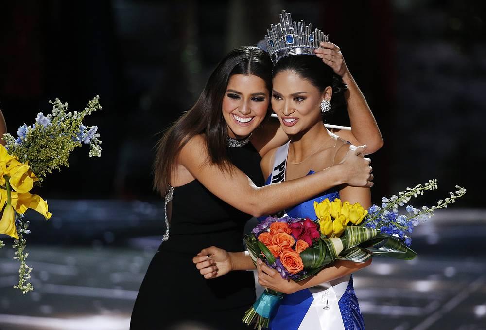 Miss Universe 2015 Pia Alonzo Wurtzbach with former Miss Universe Paulina Vega