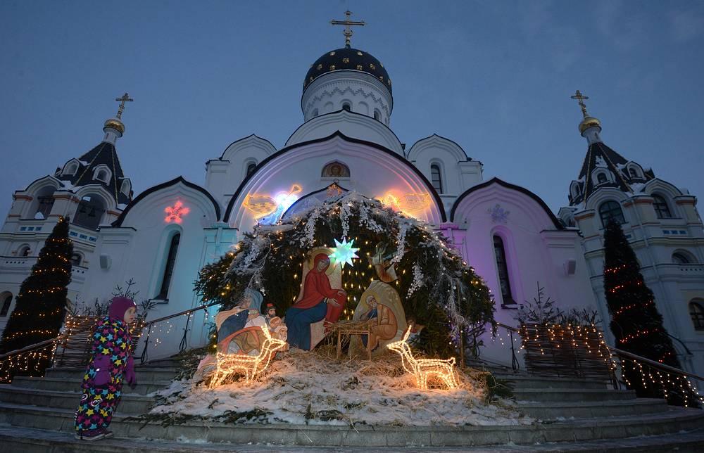 Christmas service in St Elisabeth Convent, Belarus