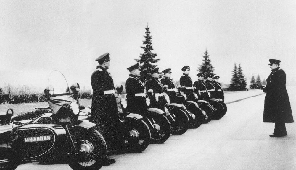 Traffic regulation officers before leaving for duty, 1958