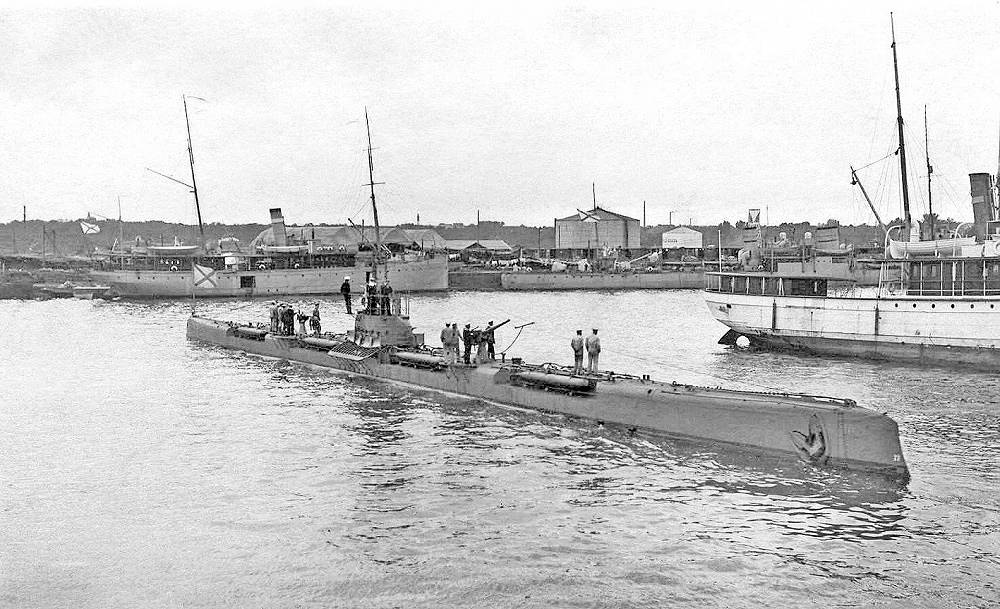"Tigr (Russian: ""Tiger"")  submarine of Bars-class. A total of 24 Bars-class boats were built between 1914 and 1917"