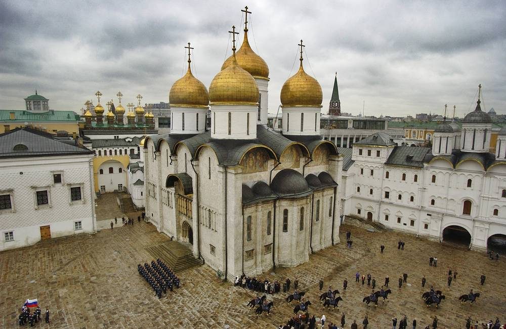 A ceremony titled Foot and Cavalry Guards Mount show is being performed by the Presidential regiment and the Cavalry Escort of Honour in the Kremlin's Sobornaya (Cathedral) Square