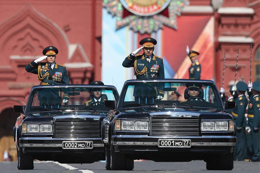 Commander of Russia's Land Forces Oleg Salyukov and Russian Defense Minister Sergei Shoigu