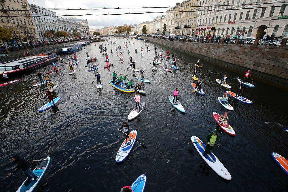 """Participants in the 1st Stand up paddle surfing festival """"Fontanka-SUP"""" in Saint Petersburg, October 15"""