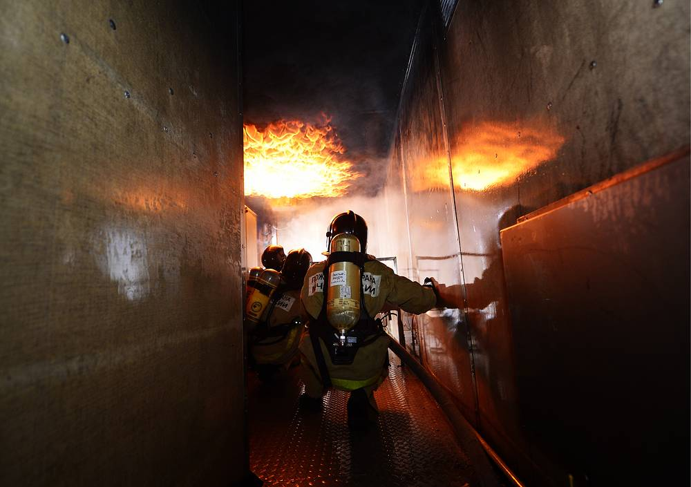 Cadets of the Far East Fire and Emergency Academy during a training exercise on gas and smoke protection, Primorye territory, November 30