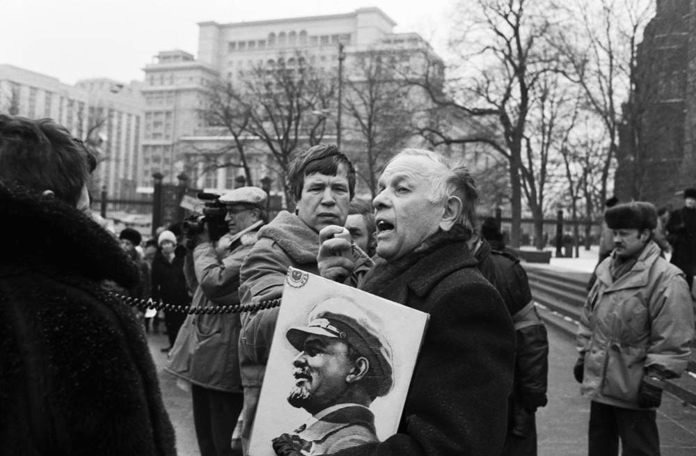 The rally in Moscow's Aleksandrovsky garden,  February 2, 1992