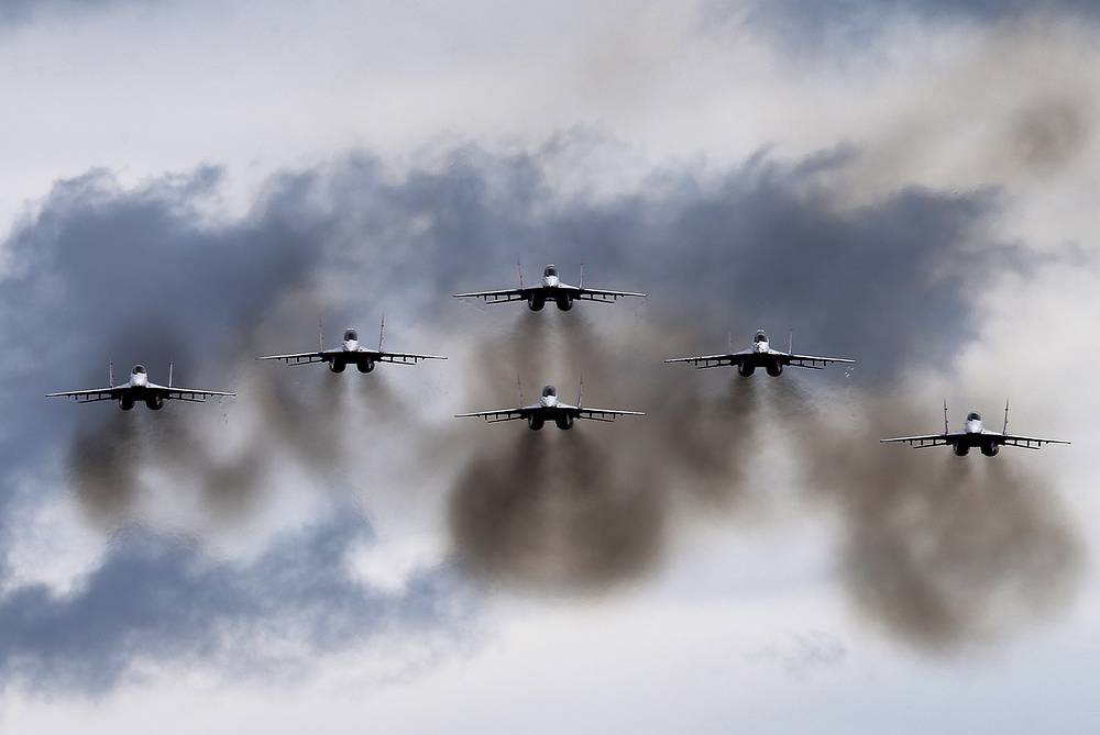 Mikoyan MiG-29 jet fighter aircraft of the Strizhi aerobatic team perform at the Army-2016 international military technical forum, Kubinka, Moscow region, September 7