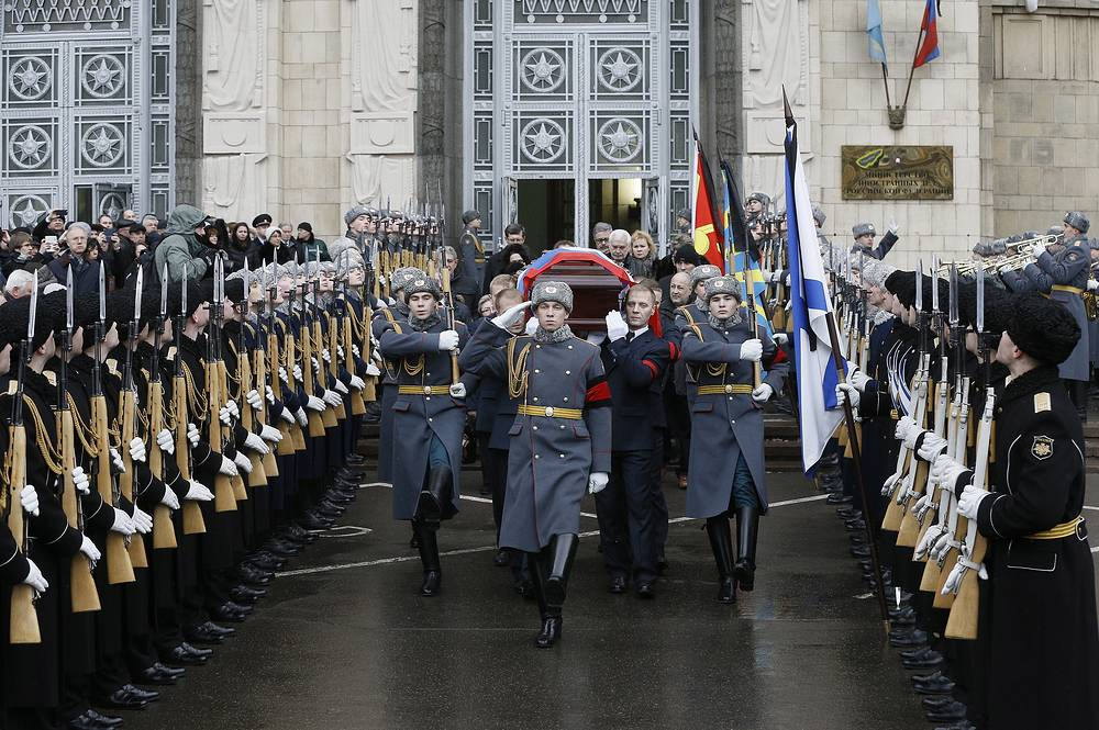 Russian servicemen carry a coffin with the body of Russian Ambassador to Turkey Andrei Karlov