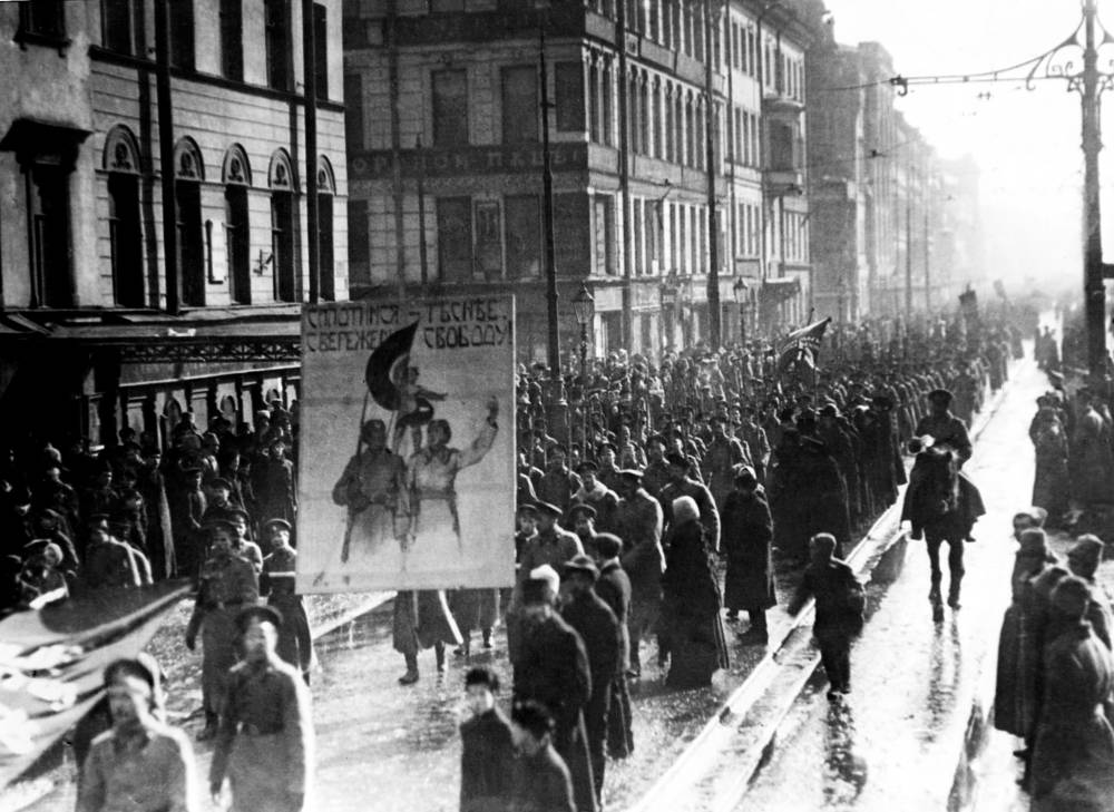 By March 11, most city workers were on strike, bringing the entire city to a halt. Photo: Mass demonstration in Petrograd