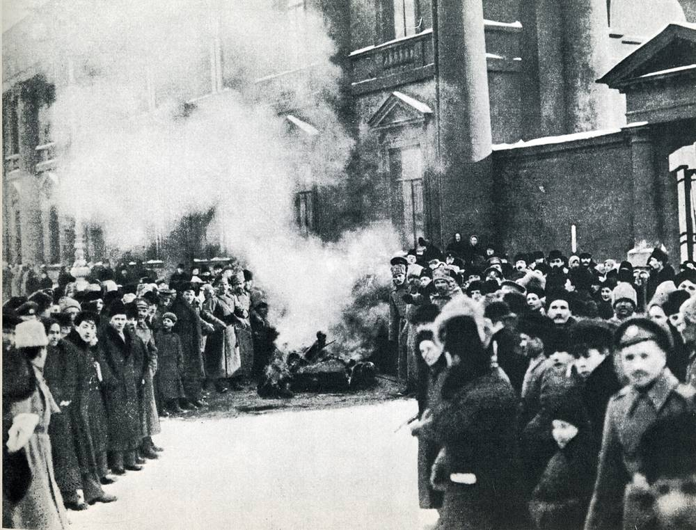 But the revolutionaries wanted a republic, not a new tsar. A new tsar would only incite more violence and possibly a civil war. Grand Duke Mikhail declined the throne and 304 years of Romanov rule came to an end. Photo: Burning of the royal symbols, 1917