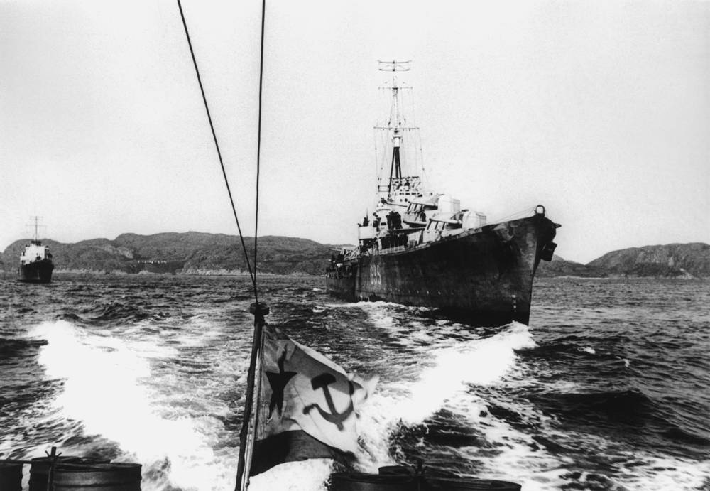 Soviet and British ships meet, 1944