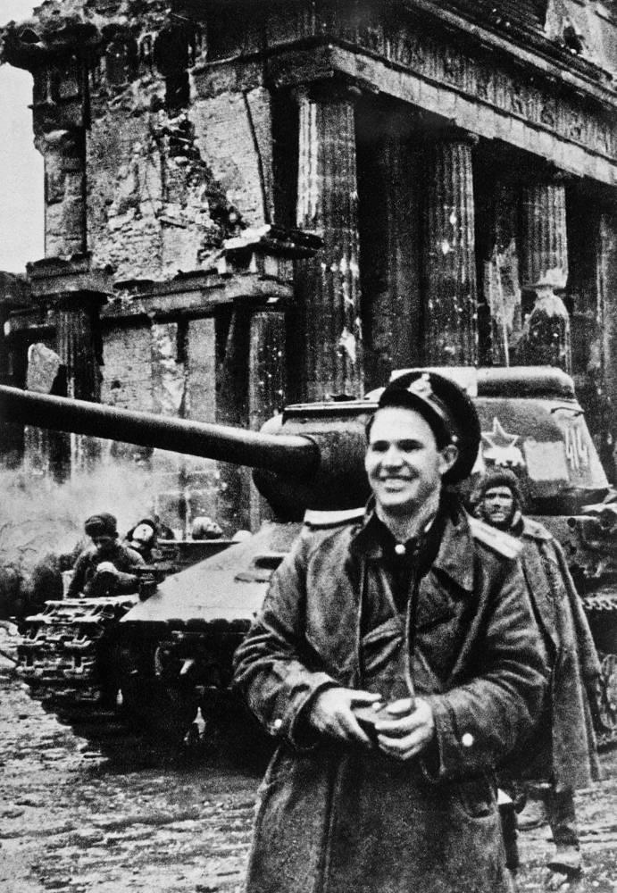 Legendary Red Army photographer Yevgeny Khaldei, 1945