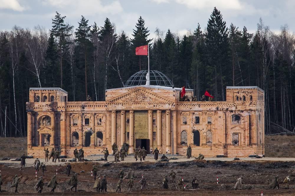 Participants storm a Reichstag building copy