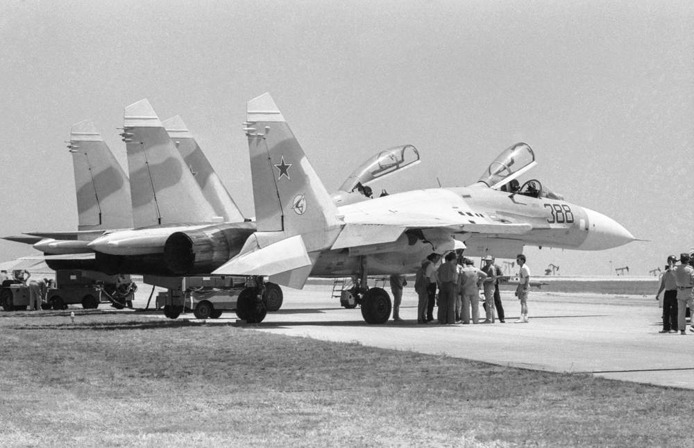 The prototype of the Su-27, factory code T-10, was finished by September 1971. Photo: Su-27 fighters preparing to demonstration flight in USA, 1990