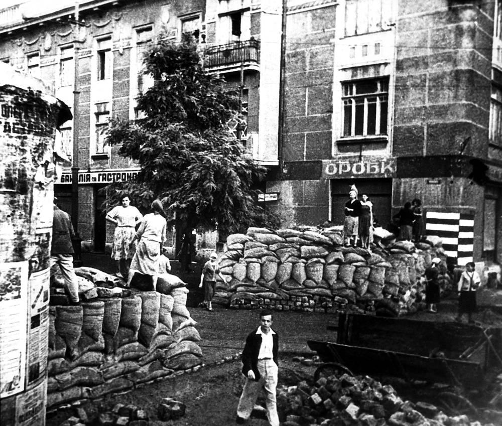 Sandbag barricade in Odessa streets, 1941