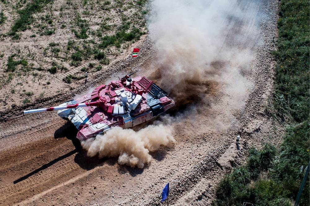 Iran's T-72B3 tank competes in a relay race during the Tank Biathlon competition