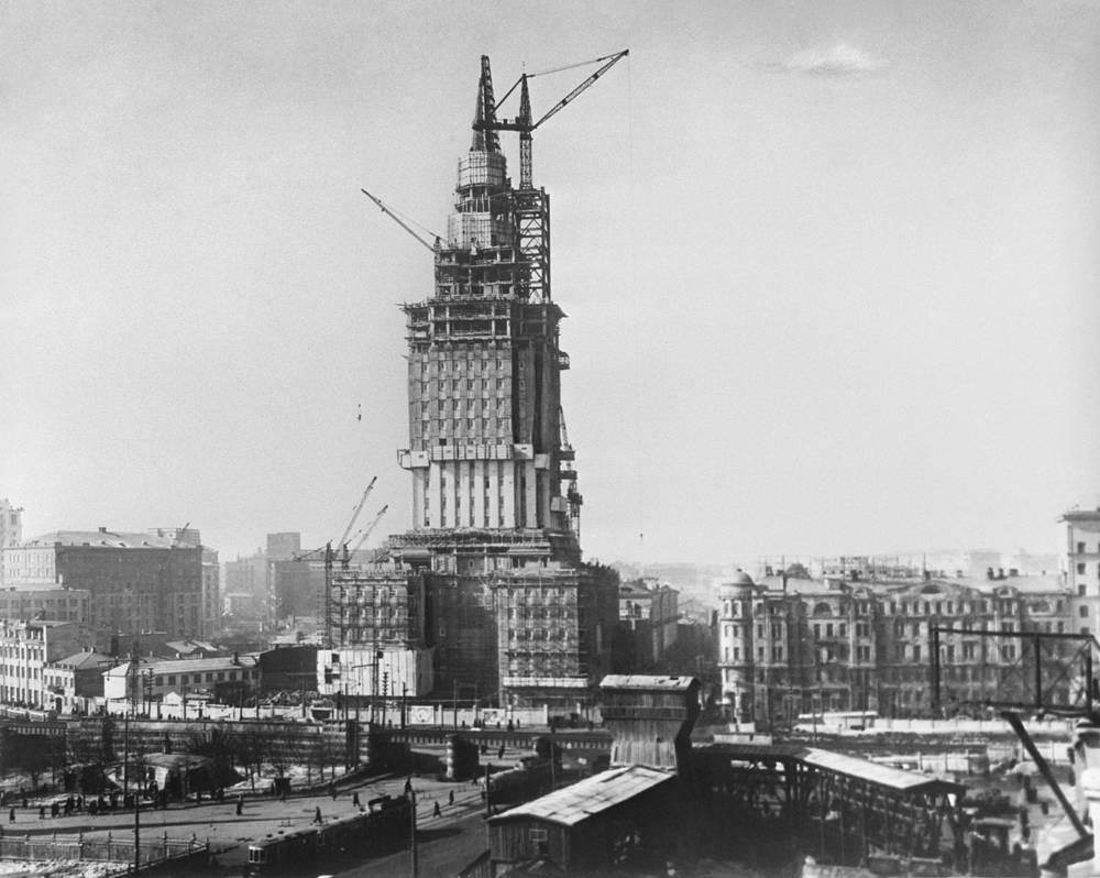 Construction of Leningradskaya Hotel, 136-meter high (26 floors) building on Komsomolskaya Square. After the renovation in 2008, the hotel re-opened as the Hilton Moscow Leningradskaya