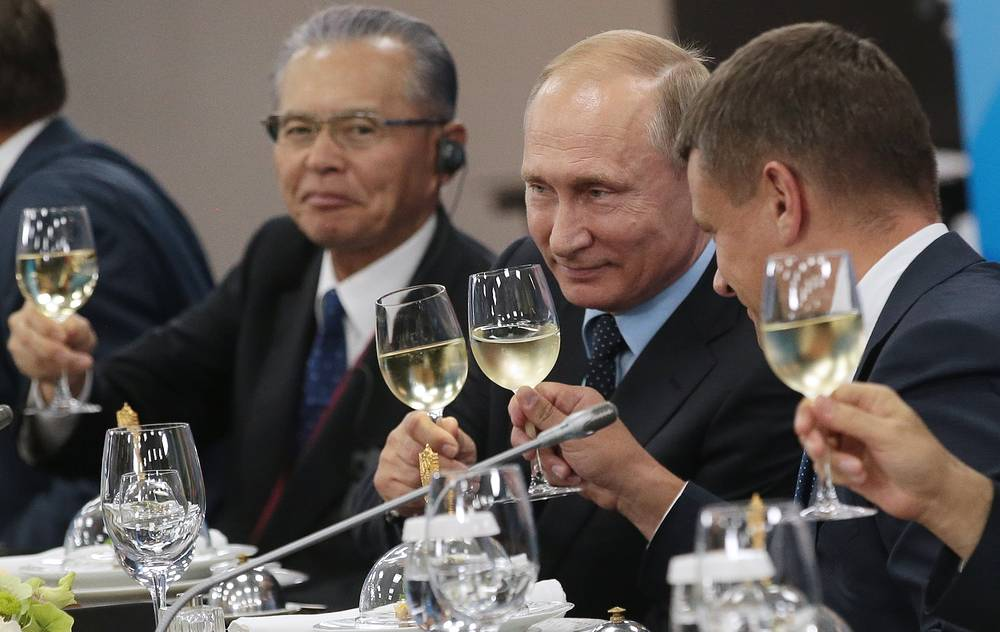 Taisei Corporation Chairman Takashi Yamauchi, Russia's President Vladimir Putin, and Far East Investment and Export Agency Head Leonid Petukhov at a meeting with foreign businessmen at the 2017 Eastern Economic Forum at Far Eastern Federal University on Russky Island, Russia, September 6